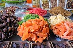 Trockenfrüchte auf dem Markt Stockbilder