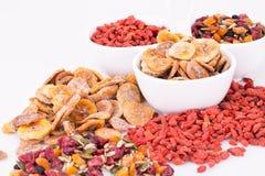 Trockenfrüchte und Beeren stockfotografie