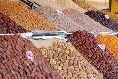 Trockenfrüchte und Nüsse an den Märkten Stockfotos