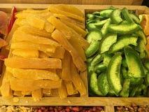 Trockenfrüchte und Nüsse geholt von Asien und in Europa verkauft stockbilder