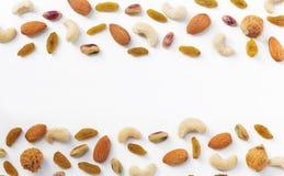 Trockenfrüchte und verschiedenes von den Nüssen auf weißem Hintergrund, wie FI Lizenzfreies Stockfoto