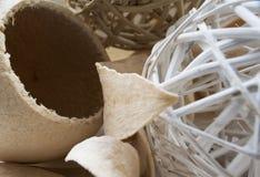Trockenfrüchte vereinbart mit Weidenbällen Stockfoto