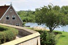 Trocknen der Fallen entlang einem holländischen See lizenzfreies stockfoto