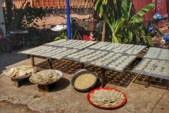 Trocknen des Reises in Laos Stockbild