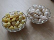 Trocknen Sie die gebratenen und rohen Fuchsnüsse ein heller indischer Snack Stockbilder