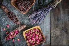 Trocknen Sie die rosafarbenen Knospen für Tee und getrocknet und im Hibiscuszucker getrocknet Chinesischer Tee von Yunnan Bi Lo C Lizenzfreie Stockfotografie
