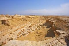 Trocknen Sie malerische Schlucht nahe zum Toten Meer Stockbilder