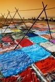 Trocknende Sari in Agra, Indien Lizenzfreies Stockfoto