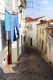 Trocknende Wäscherei in der portugiesischen Stadt von Coimbra Lizenzfreies Stockfoto