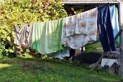 Trocknende Wäscherei draußen Stockfotos