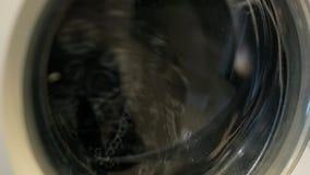Trocknende Wäschereikleidung Schließen Sie oben von der Schleuder Nahaufnahme der Industriewaschmaschine stock video footage