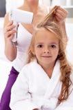 Trocknendes Haar - persönliche Hygiene Lizenzfreie Stockfotografie