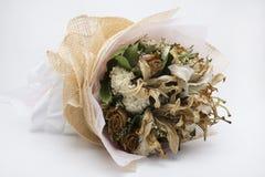 Trocknete Blumen, schön in Handarbeit gemachte, weiße Hintergründe Lizenzfreie Stockbilder