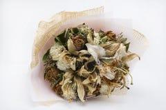 Trocknete Blumen, schön in Handarbeit gemachte, weiße Hintergründe Lizenzfreie Stockfotografie