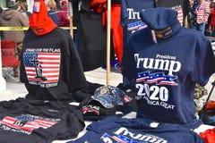 Troef politieke overhemden en kappen stock afbeeldingen