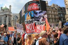 Troefprotest maart Londen, 13 Juli, 2018: anti-Donald Troefaanplakbiljetten Royalty-vrije Stock Foto's