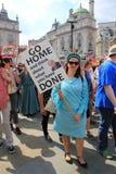 Troefprotest maart Londen, 13 Juli, 2018: anti-Donald Troefaanplakbiljetten Royalty-vrije Stock Afbeeldingen
