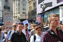 Troefprotest maart Londen, 13 Juli, 2018: anti-Donald Troefaanplakbiljetten Stock Foto's
