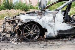 Troep van het de autovoertuig van het brandstichtings de brand gebrande wiel Royalty-vrije Stock Foto's