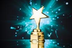 Troféu da estrela do ouro fotos de stock royalty free