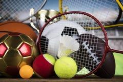 Troféu do vencedor, equipamento de esporte e bolas Imagens de Stock Royalty Free