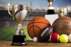 Troféu do vencedor, equipamento de esporte e bolas Imagens de Stock