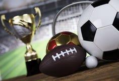 Troféu do vencedor, equipamento de esporte e bolas Imagem de Stock Royalty Free