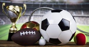 Troféu do vencedor, equipamento de esporte e bolas Fotos de Stock Royalty Free