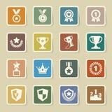 Trofee en toekennings geplaatste pictogrammen Stock Foto