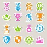 Trofee en toekennings geplaatste pictogrammen Stock Afbeelding