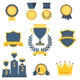 Trofee en toekennings geplaatste pictogrammen Stock Afbeeldingen