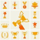 Trofee en toekennings geplaatste pictogrammen. Stock Afbeeldingen