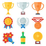 Trofee en toekennings vlakke geplaatste pictogrammen Stock Afbeeldingen