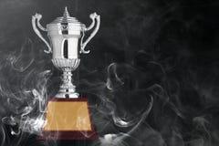 Trofei d'argento astratti su bacground nero Fotografie Stock
