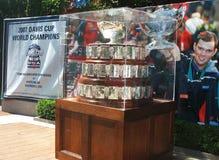 Trofeo de Davis Cup en la exhibición en Billie Jean King National Tennis Center en limpiar con un chorro de agua, NY Imágenes de archivo libres de regalías