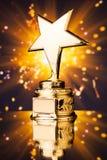 Trofeo de la estrella del oro imagen de archivo