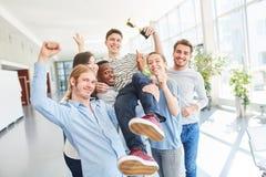 Trofeo del vincitore della tenuta degli studenti Immagine Stock