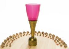 Trofeo rosa della tazza con il semicerchio della conchiglia fotografia stock libera da diritti