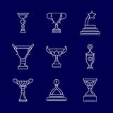 Trofeum filiżanki cienkie kreskowe ikony Liniowej podium nagrody wektoru wygrani znaki royalty ilustracja