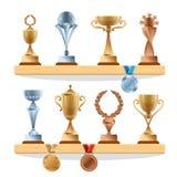 Trofeum kolekcje na półce Złoty, brązowy, srebrny medal i filiżanko, Wektor nagrody ustawiać royalty ilustracja