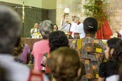 Troget under den katolska massen i heder av St Jude Day arkivfoto