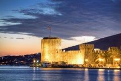 trogir ночи Хорватии стоковое фото