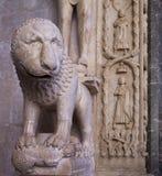 Trogir, Croacia, catedral de St Lawrence, detalle del entranc Imágenes de archivo libres de regalías