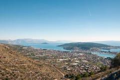 Trogir - en historisk stad och en hamn Arkivfoto