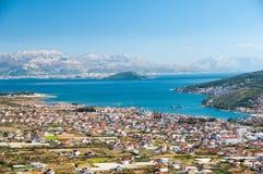 Trogir - en historisk stad och en hamn Arkivbild