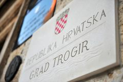 Trogir miasta talerz na rządowym budynku Obrazy Royalty Free