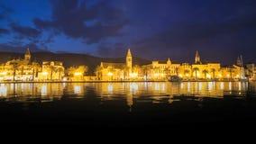 Trogir nachts, Kroatien stock video