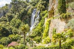 Troglodita della caverna e della cascata Immagini Stock Libere da Diritti