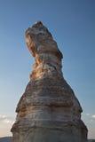 Troglodyte rocheux de grès de beau désert à l'arrière-plan de ciel bleu de coucher du soleil d'isolement Photographie stock libre de droits