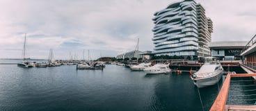 Troia,葡萄牙- Troia小游艇船坞和它的周围的看法 免版税库存照片